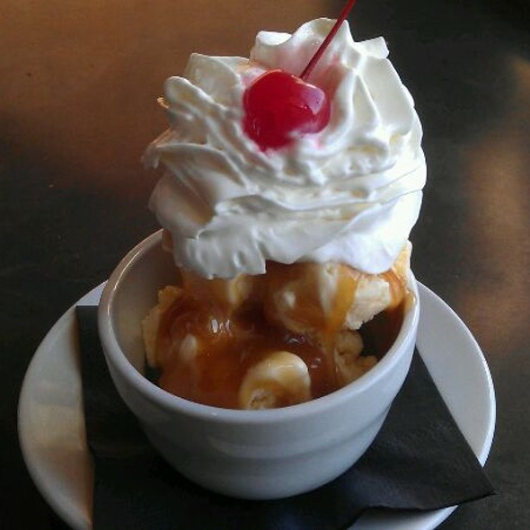 Caramel Sundae @ B.J. Willy's Woodfired Pizza and Pub