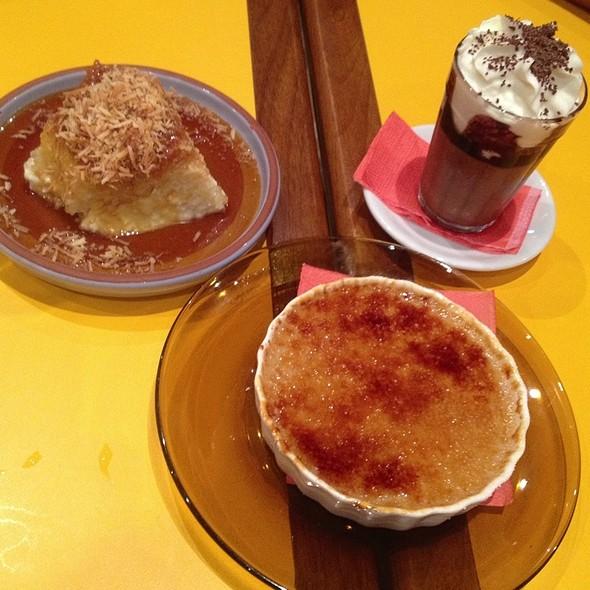 Pudim De Tapioca, Mousse De Chocolate Com Cachaca E Creme Brulee De Doce De Leite