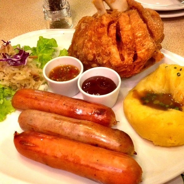 Pork Knuckle With Sausages @ Sizzler @ Paradise Park