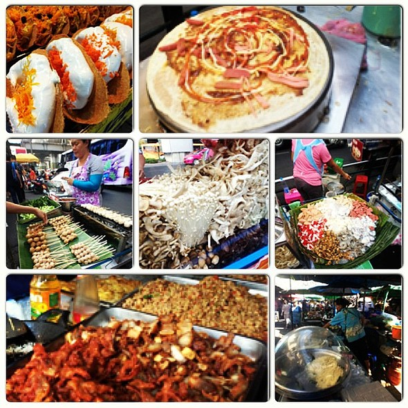 Delish and affordable BKK streetfoods. My fave now, next to SG's. @ MBK Center (เอ็ม บี เค เซ็นเตอร์)