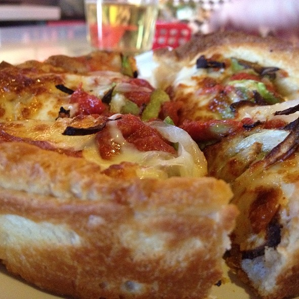 Sausage, Pepper & Onion Pizza @ Windy City Chicago Style Pizza