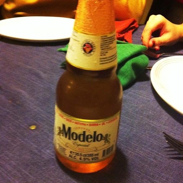 Cerveza Modelo @ Las Adelitas Doña Irma Calle Asturias 18