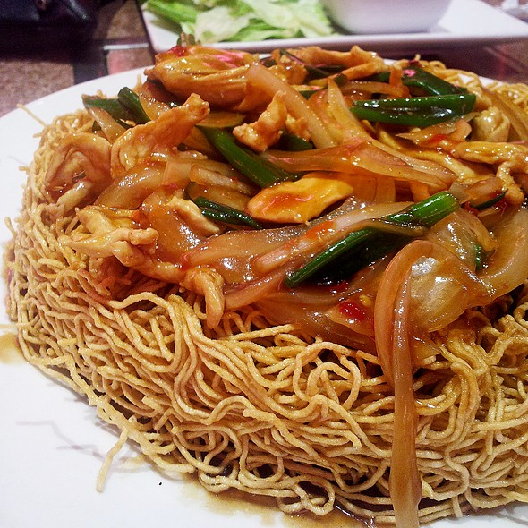 Chinese Broccoli & Chicken Pan Fried Noodles @ Tan Tan Restaurant