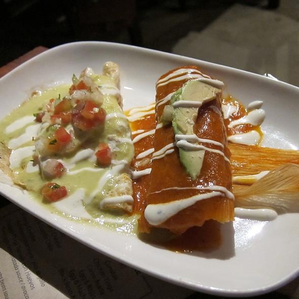 sopes de huevo y salsa verde @ El Centro D.F.