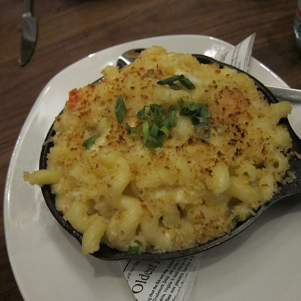 Mac and Cheese @ Trademark Bar