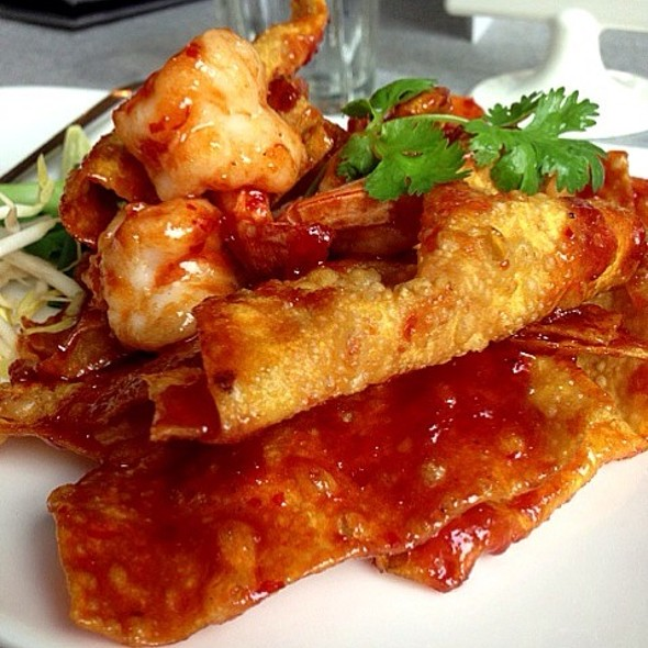 Crispy Wonton Pad Thai @ Hungry Eatery