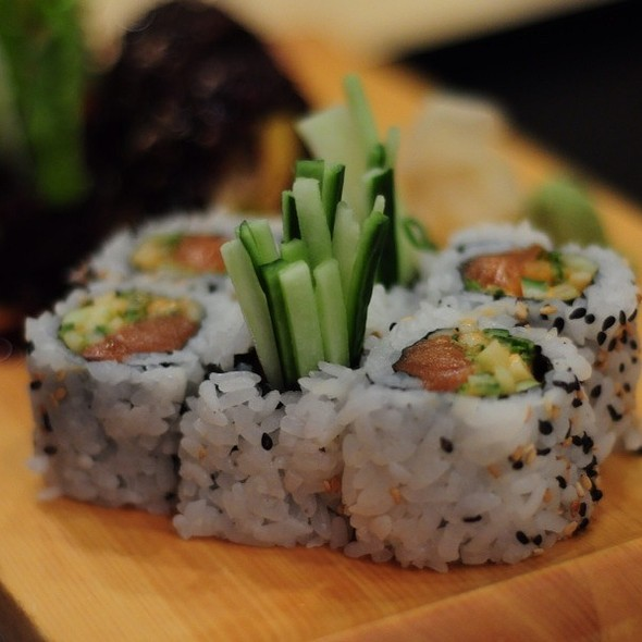 Spicy Salmon Roll - Sushi House, Leawood, KS