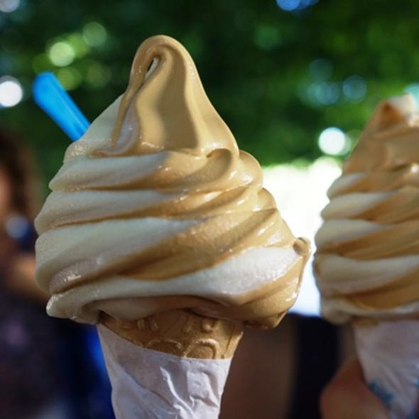 Dulce de Leche Ice Cream @ Thionis Helados