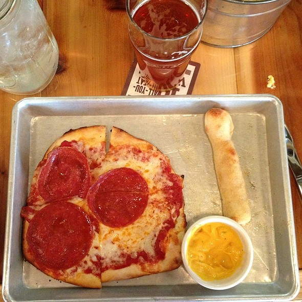Pepperoni Pizza @ Scotty's Thr3e Wise Men Brewery