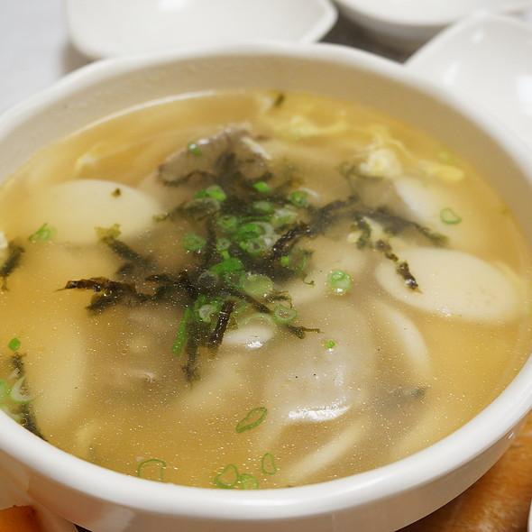 Dduk Mandoo Guk @ Cho Won Family Restaurant