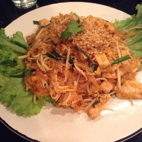Pad Thai @ B Resto