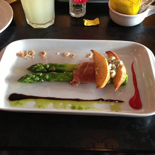 Esparragos con jamon serrano @ Almodovar