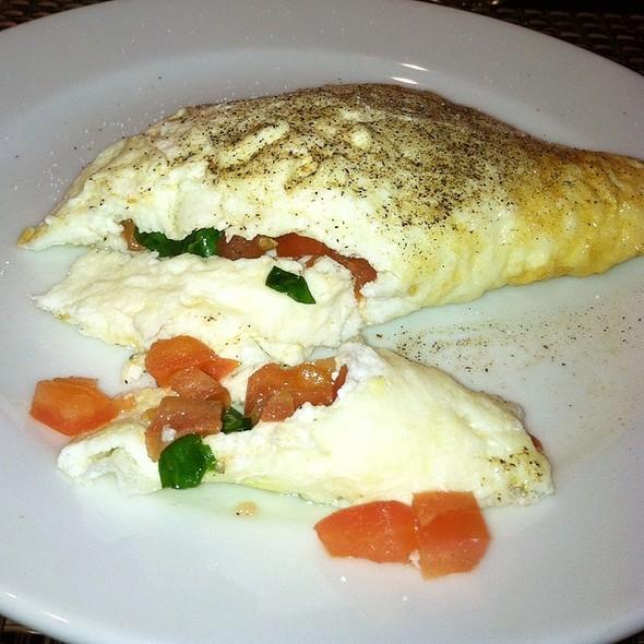 Egg white frittata, goat cheese, arugula salad, onions, mushrooms ...