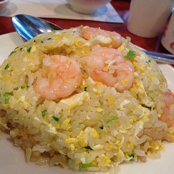 Egg Fried Rice With Shrimp And Shredded Pork