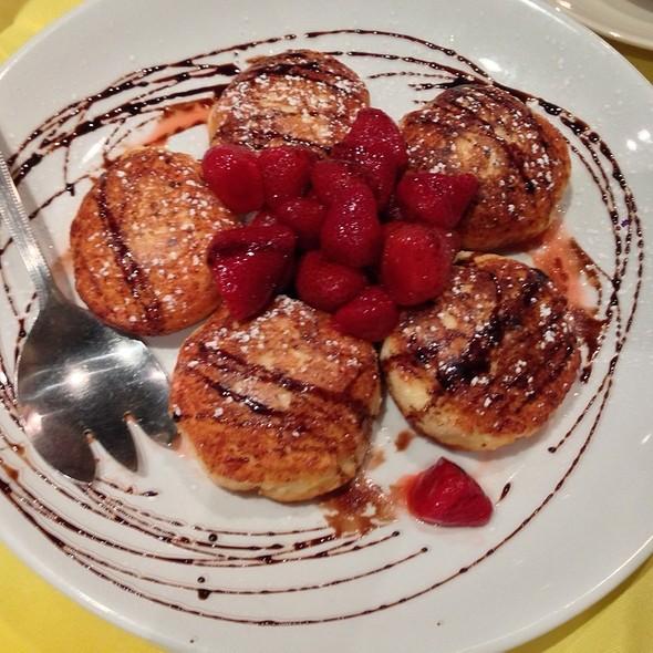 """Cottage Cheese Pancake """"Syrniki"""" With Wild Berries @ Syabri"""