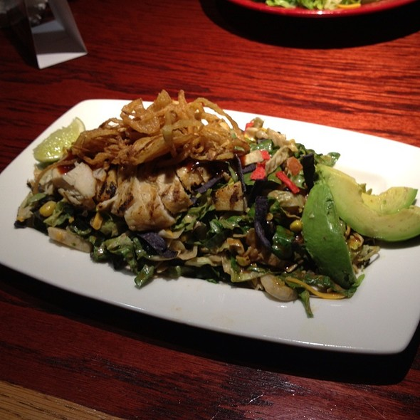 Wiskey River Bbq Chicken Salad @ Red Robin Gourmet Burgers