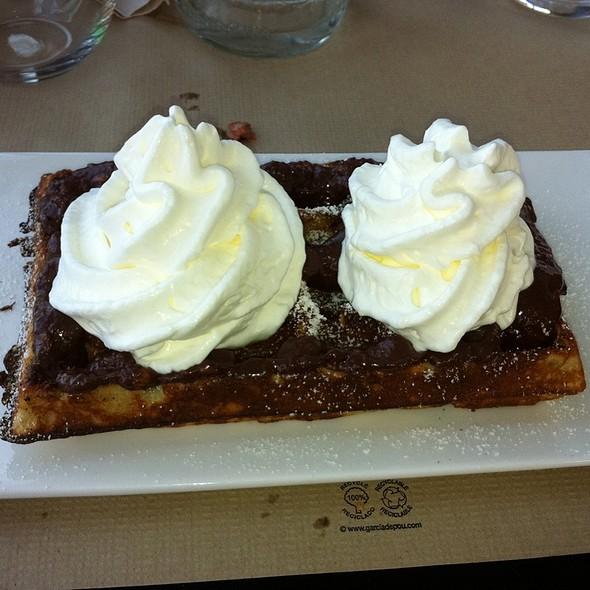 Gofre Con Chocolate Ferrero Rocher Y Nata @ EWAN FOOD