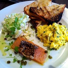 Smoked Salmon and Apple Salad - Restaurant EVOO