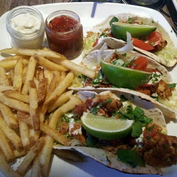 fish tacos @ State & Main