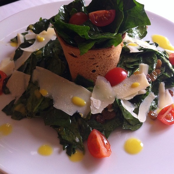 Salad With Fresh Spinach Verde @ Moskovska 15