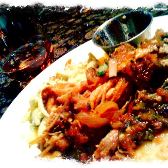 1/2 green Chili Chicken + 1/2 pulled pork papusa plate @ Bistro Sabor