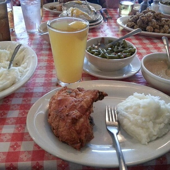 fried chicken @ Stroud's South Restaurant