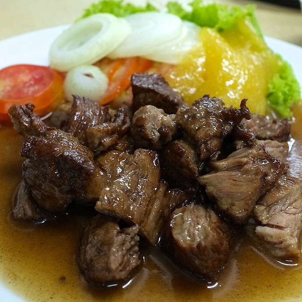 Fillet Steak Salad @ เรือนเพชรสุกี้ (Ruen Petch Suki & Restaurant)