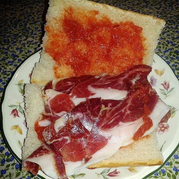 Pan tumaca with iberian ham @ Churchilita solita