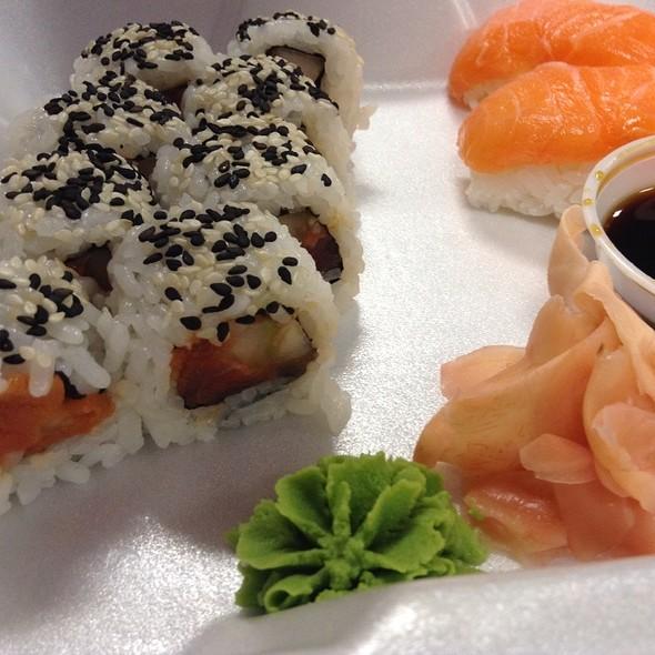 Spicy Tuna Roll and Salmon Nigiri - blu on the Avenue, Winter Park, FL