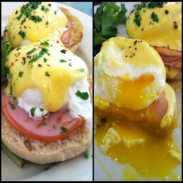 Eggs Bendict @ Fiat Cafe