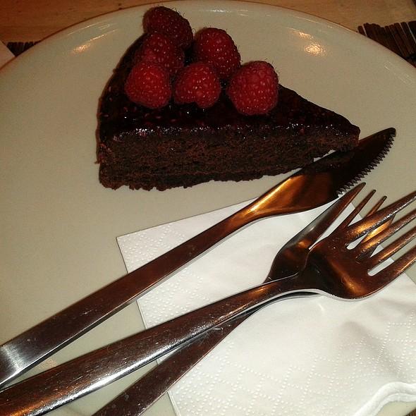 Chocolate and Raspberry Cake @ Harina