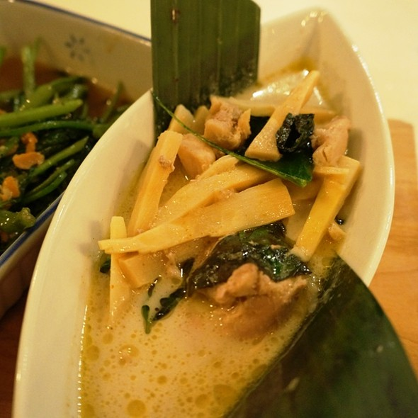 Braised Chicken Green Curry @ Sabai Sabai