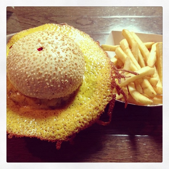 Squeeze Burger With Cheese And Avacado