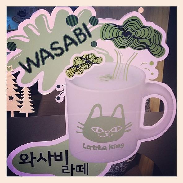 Trying the Wasabi Latte @ 라떼킹 역삼역점 (Latte King)