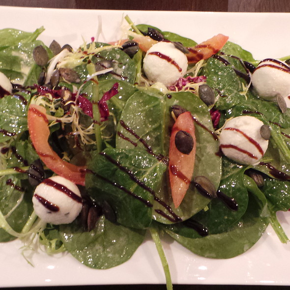 Salad With Goat Cheese @ Be-luga