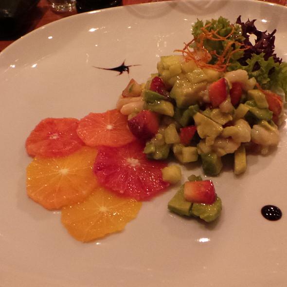 Salad with Avocado, Shrimps, Strawbeeries, Orange @ La Castagnas