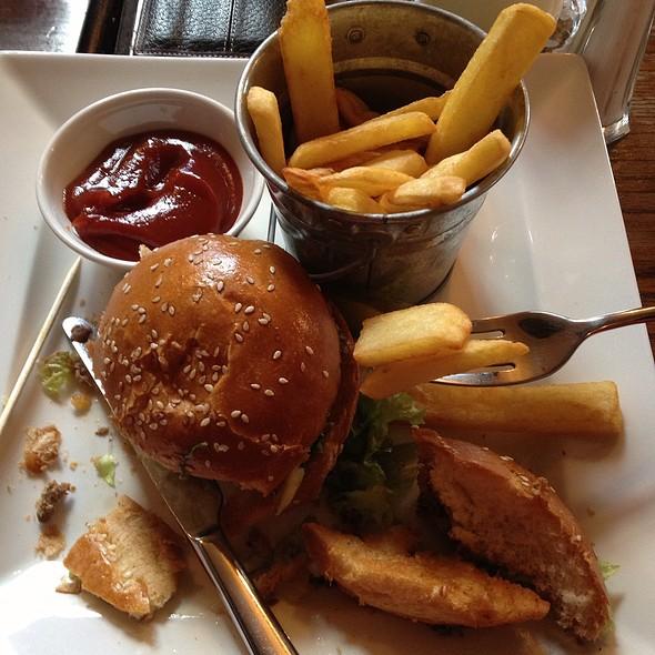 Cheeseburger @ The Pilot Inn