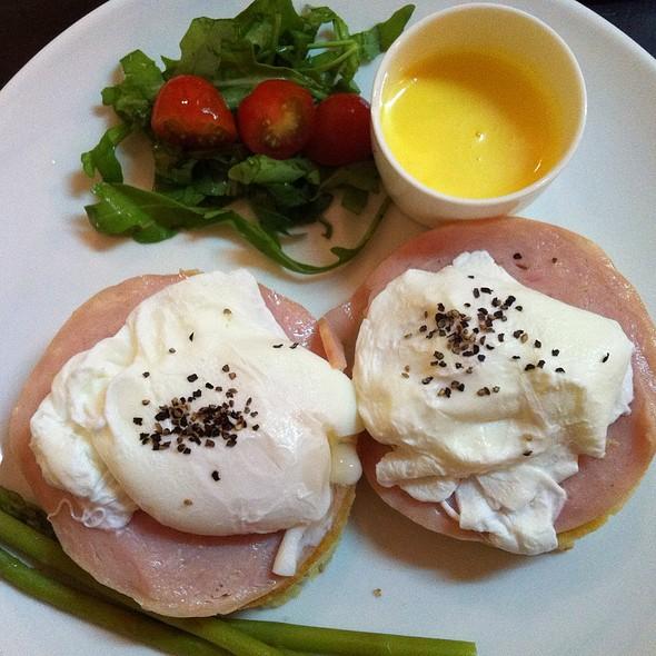 Pancake Egg Benedict
