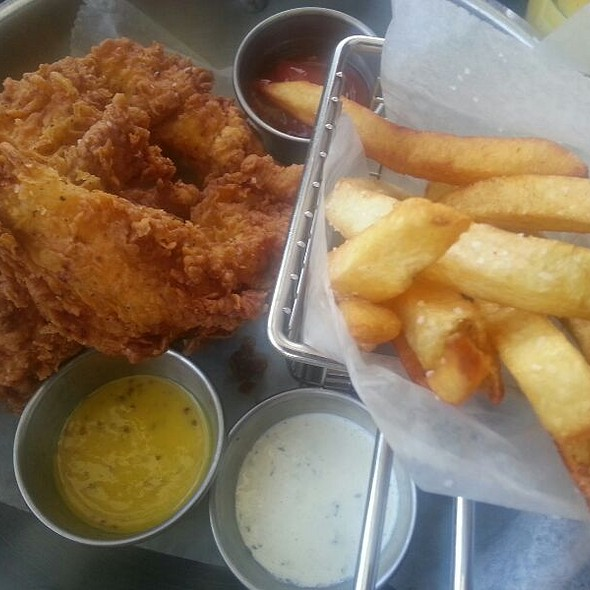 Chicken Strips & Pomme Fritas @ The Standard Pour