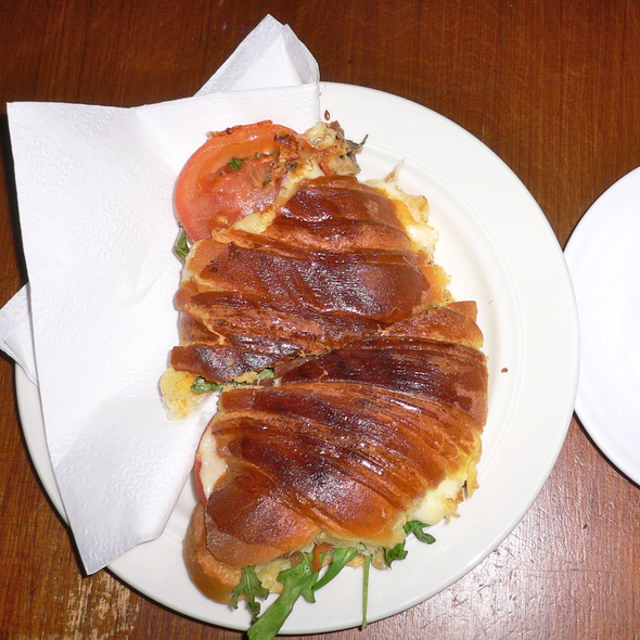Croissant with cheese, tomato and rucola @ Transmontana