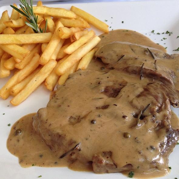 Steak @ Philippe Bistrô