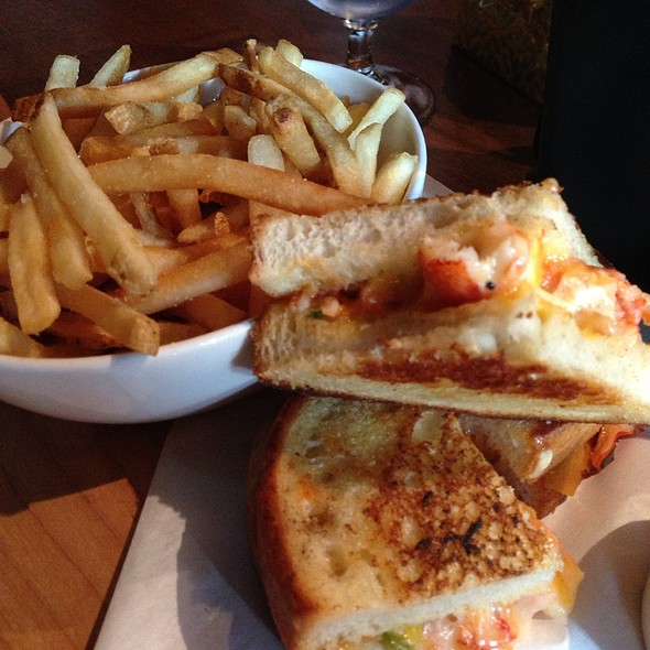Lobster Grilled Cheese Sandwich at Joey's Restaurant (Coquitlam)