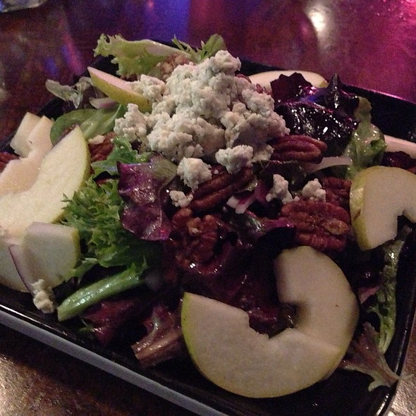 Pear Salad With Bacon, Pecans And Blue Cheese