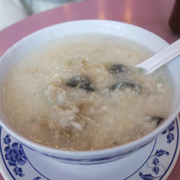 皮蛋瘦肉粥Congee with Salted Pork and Century Egg