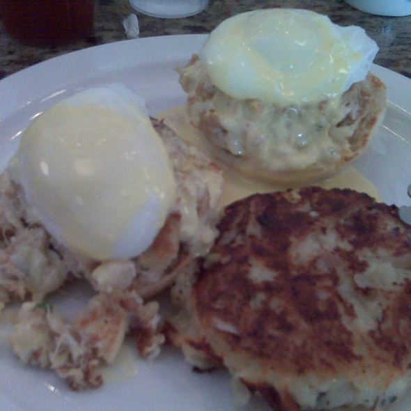 Crab Cake Eggs Benedict @ Glenn's Diner