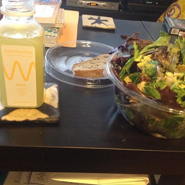 Guacamole Greens Salad With Detox Juice