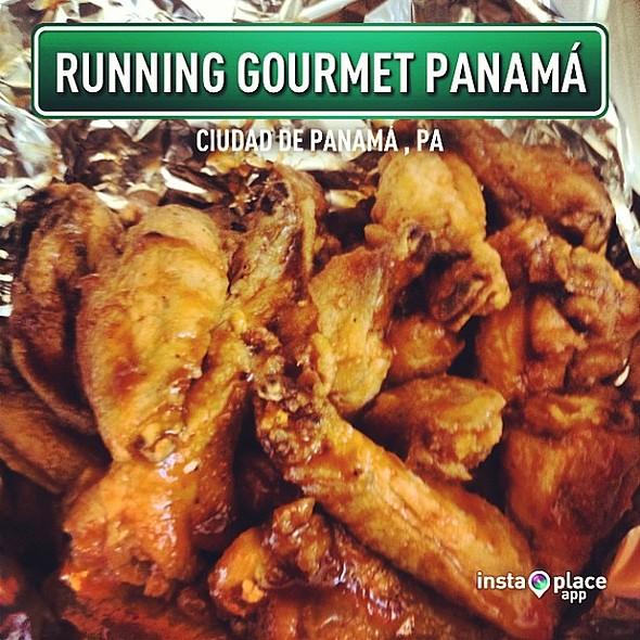 Sweet habanero wings from @running_gourmet á. Listas en casa para ver el Super Bowl XLVII Go @49ers @ Edificio Beverly Hills