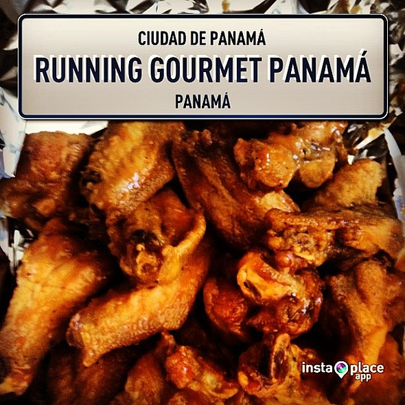 Spicy thai wings from @running_gourmet á. En casa listo para el Super Bowl XLVII. Go @49ers @ Edificio Beverly Hills