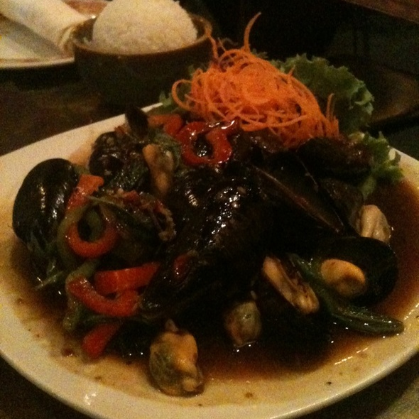 Mussels In Basil Sauce @ Thaiphoon