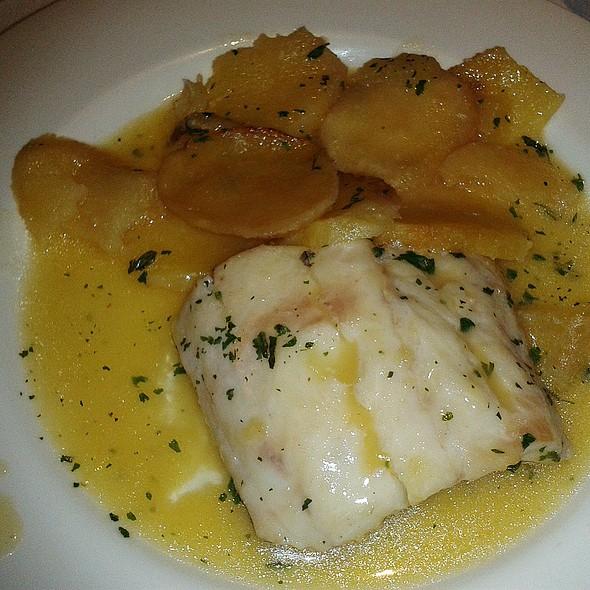 Cantabrian hake with green sauce @ La Chalana